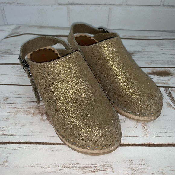 Hanna Andersson Other - Hanna Andersson Metallic Gold Clogs 30 or 12